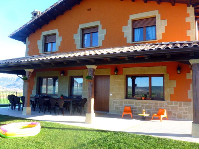 Casa rural en navarra para 14 16 personas con 7 habitaciones bel stegui ii - Casa rural 16 personas ...
