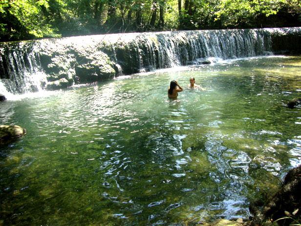Presa de Bellín en el río Urederra