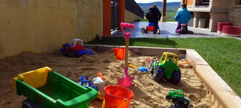 Casa rural navarra para ni os con actividades como ginkana - Casa rural para ninos ...