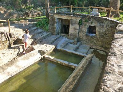 El agua de uso doméstico en Eulz, Navarra.Lavadero